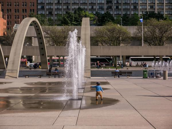 Disappearing fountains (photo: Steven Evans Photography)