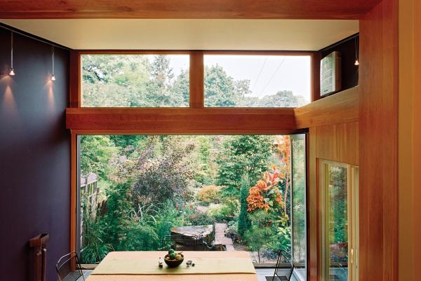 Open wall and garden (photo: Peter Legris Photography)