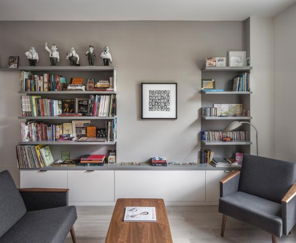 Living room shelving and plate rail (photo: Steven Evans Photography)