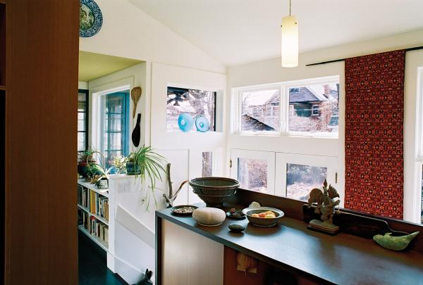 View of the eating counter and garden door (photo: Peter Legris Photography)
