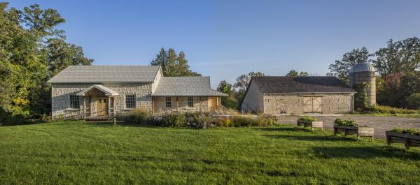Resource house and slit barn (photo: Steven Evans Photography)