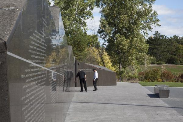 View along the memorial wall to the tree rock (photo: Steven Evans Photography)