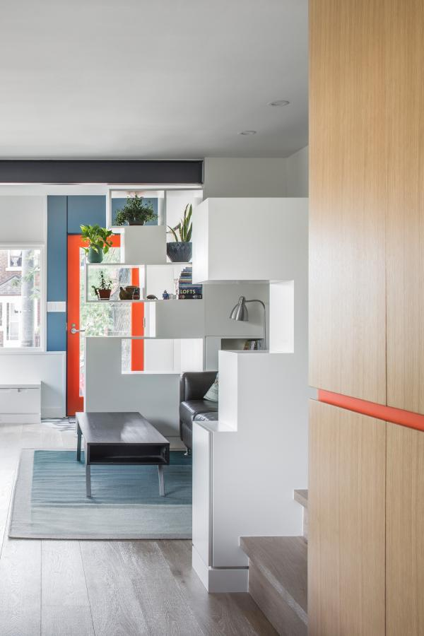The storage screens subdivide the areas (photo: Steven Evans Photography)