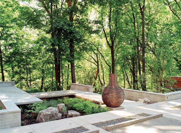 View showing the upper garden and urn (photo: Peter Legris Photography)