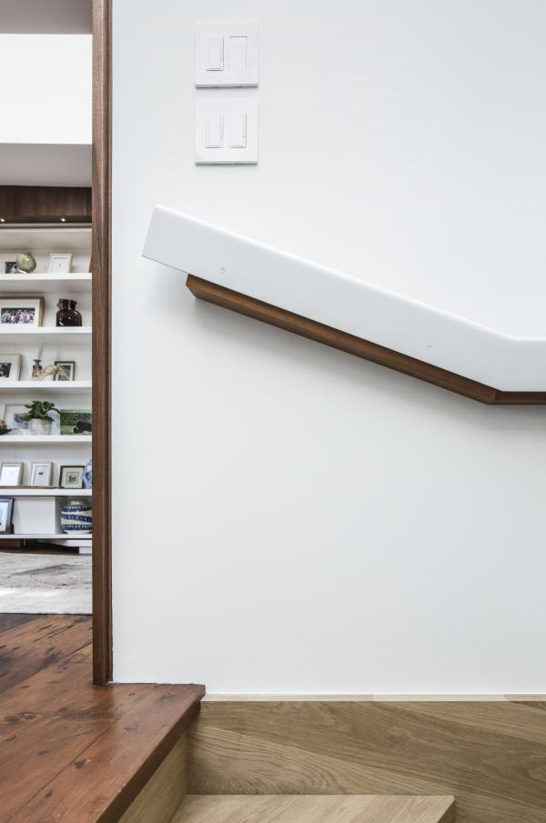 Steel and wood handrail (photo: Steven Evans Photography)