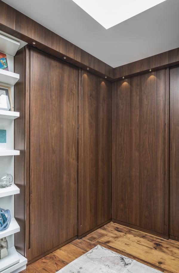 Wood lined dressing cabinets (photo: Steven Evans Photography)