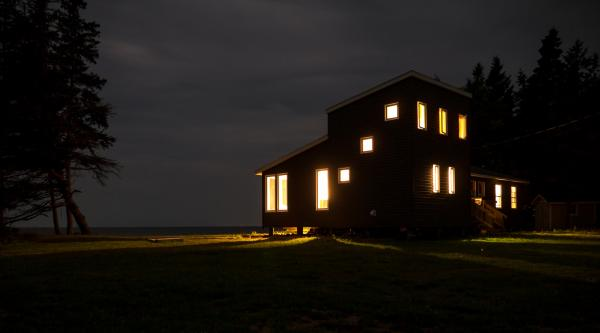 View of the house at night from the road (photo: Chris Pommer/PLANT)