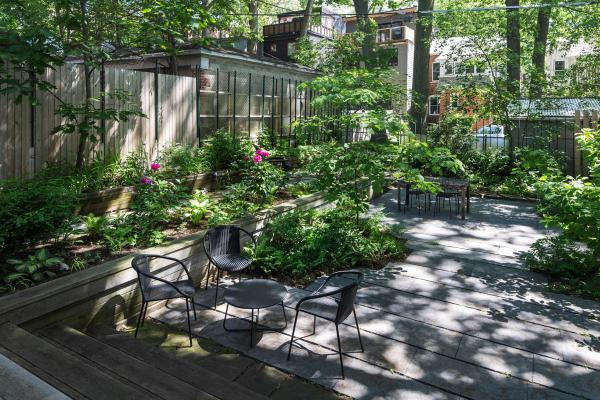 The raised bed and seating areas (photo: Steven Evans Photography)