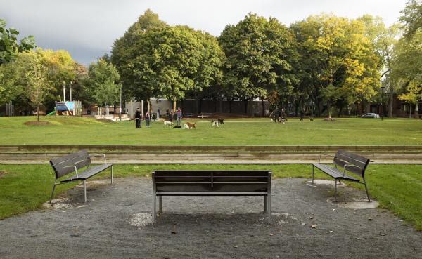 Bocce court benches (photo: Peter Legris Photography)
